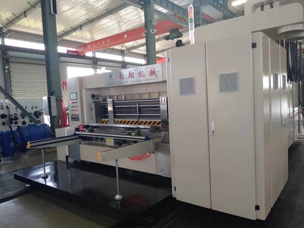 Impresora flexográfica Slotter Máquina troqueladora esperando el envío